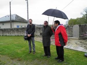 M. le Maire, Didier MARTINEZ, en présence de M. DELARBRE, Président de l'Association Crématiste de la Creuse et M. LEGER, Conseiller Département.